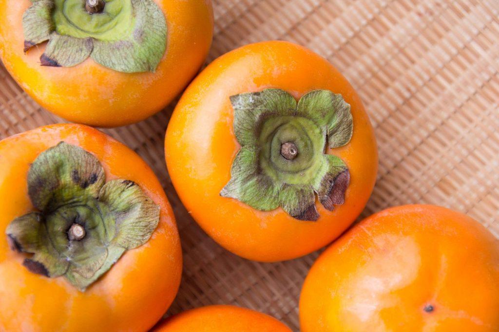 柿渋は揮発成分の捕集剤として有効!?ベニヤ板の臭いを封鎖できるかも!